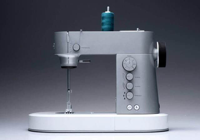 Máquina de costura criada pela designer alemã Susanne Eichel. DIY!